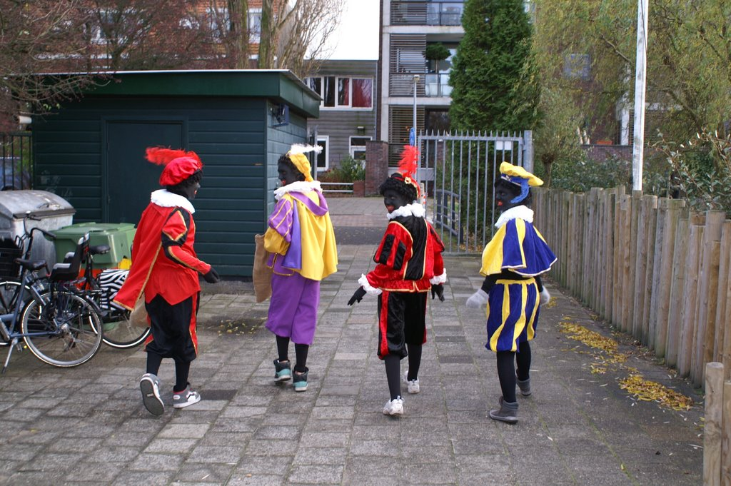 Sinter Klaas in de speeltuin 28-11-2009 - PICT6778