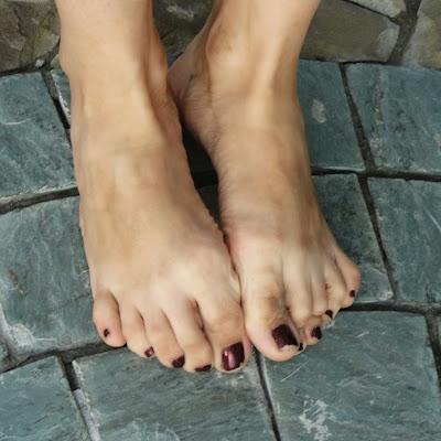 У Лейлы точеные, нежные, очень красивые ступни - мечта любого босотуриста!