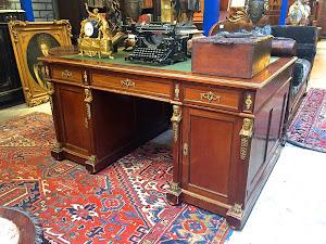 Письменный стол ок.1880 г. Красное дерево, бронза. 3900 евро.