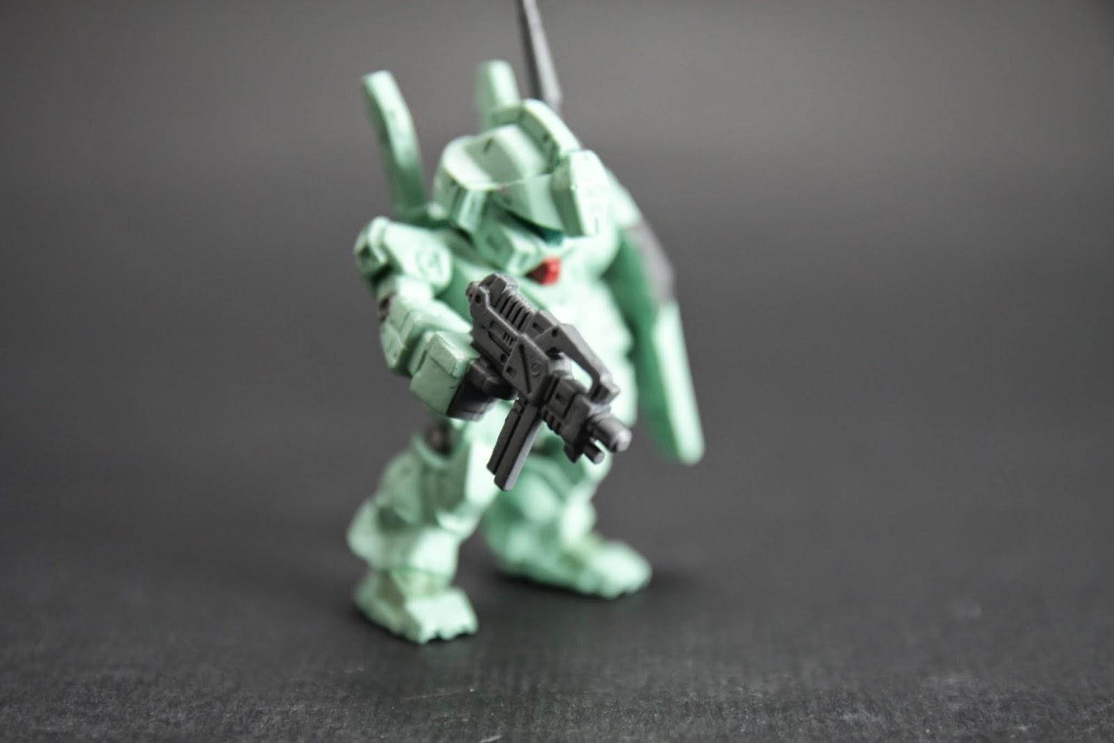 原版附的是專用光束槍 小小把雖然比不上鋼彈的大出力但也很不錯用