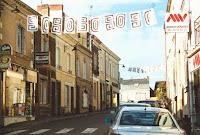Ambiance 05 banderoles dans les rues 2000 Cossé