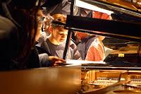 Enfants dans le piano