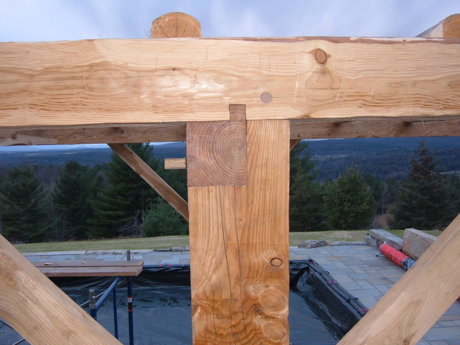 The detail of the tying joint and cogged tie beam end can be seen here.