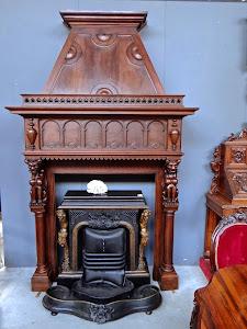 Красивый портал для камина. 19-й век. Дерево, резьба. 155/50/240 см. 5900 евро.