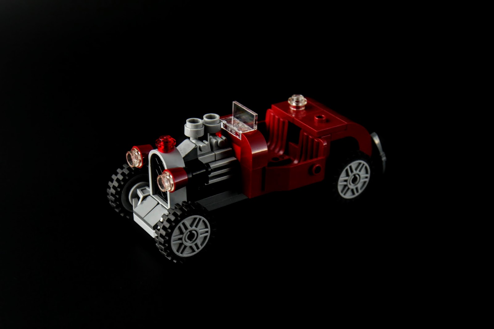寶藏獵人鬍鬚哥的座車,這車造型很不錯啊!
