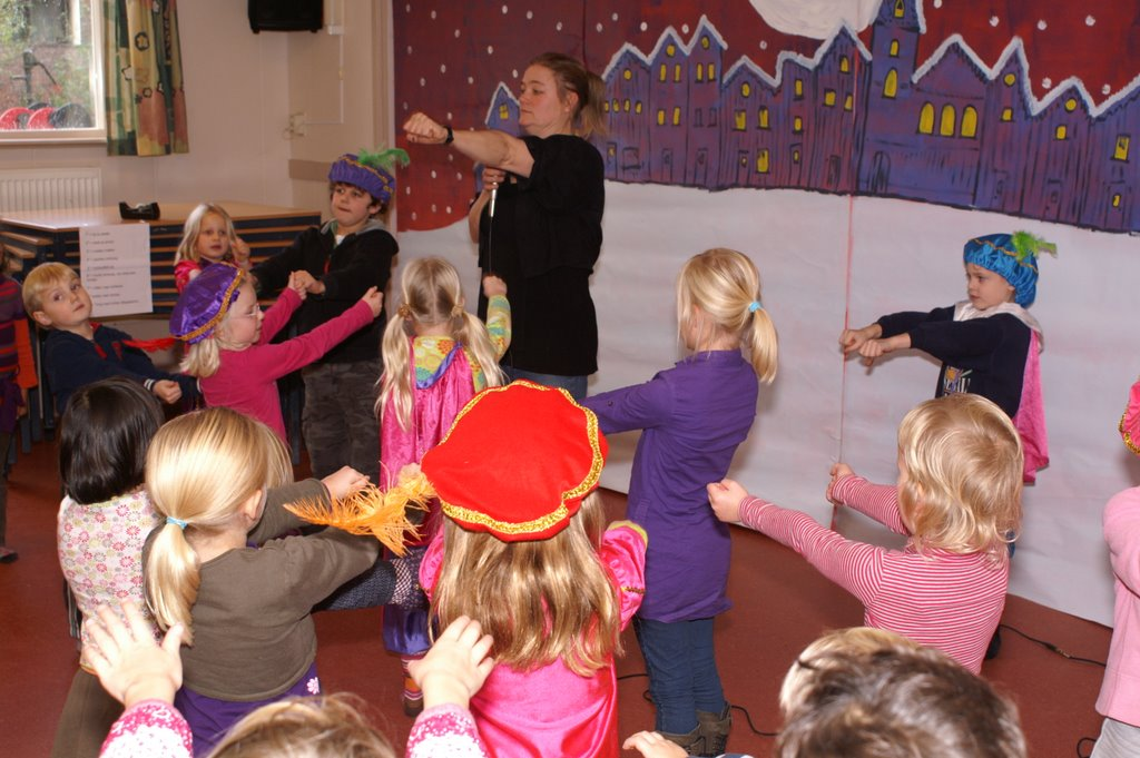 Sinter Klaas in de speeltuin 28-11-2009 - PICT6786