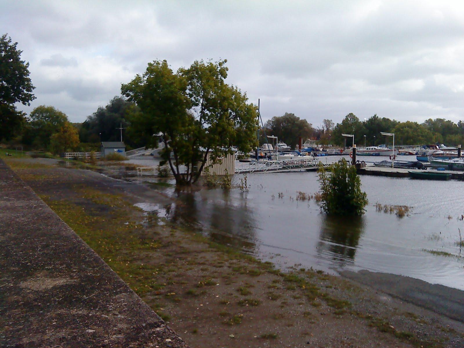 Hochwasser und Vereinsgeländer