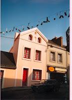 Ambiance 01 Guirlandes de chaussures 1998 Cossé