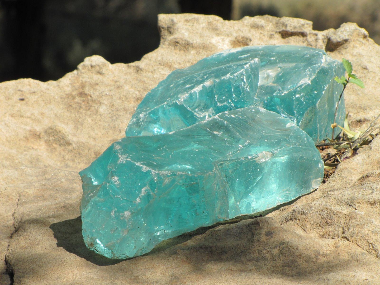 Ásványbolt mellett  Mineralshop