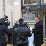 Bárdos Gábor és Lebó Ferenc leleplezik a szobrot.