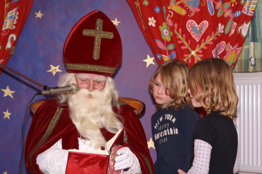 Sinter Klaas in de speeltuin 28-11-2009 - PICT6825