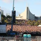 30000 people