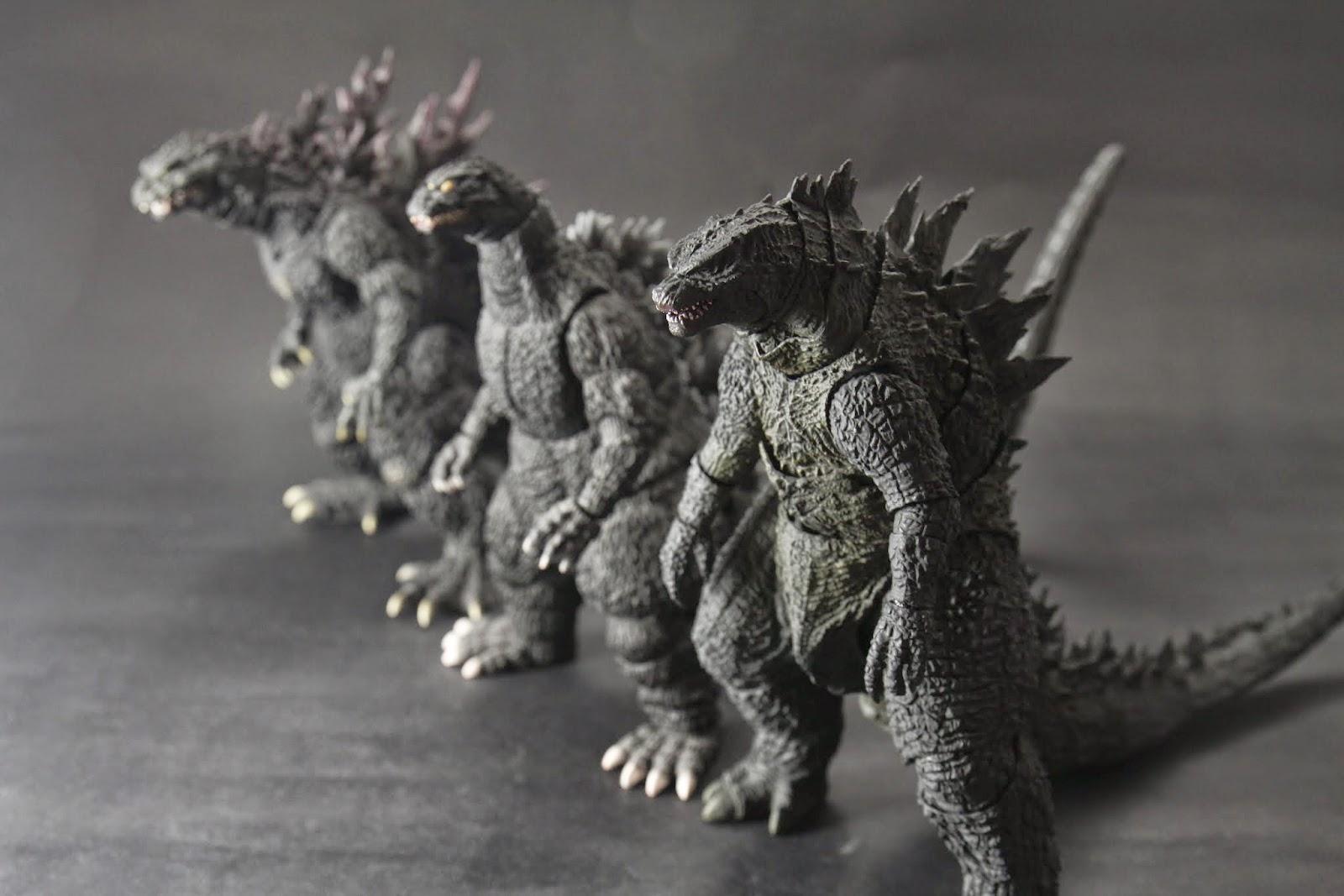 三隻怪獸王 比較起來中間的平成版看起來好忠厚老實