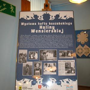 """2014 rok - Wystawa haftu Haliny Wensierskiej oraz prac warsztatowych """"Regionalne inspiracje"""""""