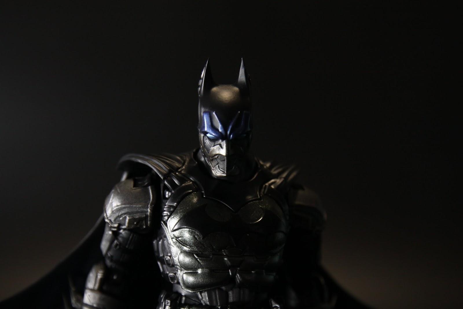 """造型跟明年要出的遊戲""""Arkham Knight""""裡的Arkham Knight的造型有點像"""