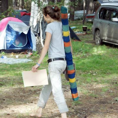 Ната, музыкант с джериду, убежденная хиппи, приехала на фестиваль босиком.