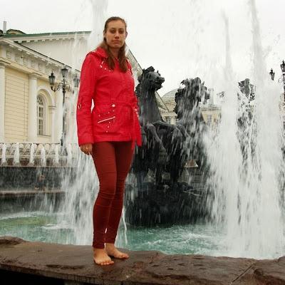 Марина Линникова (Барнаул). как одна из лучших гидесс 2013 г., поехала в Москву на пять дней по программе БосоТуризма за счет Ассоциации Босоногих!