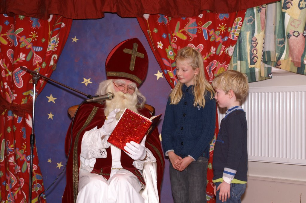 Sinter Klaas in de speeltuin 28-11-2009 - PICT6806