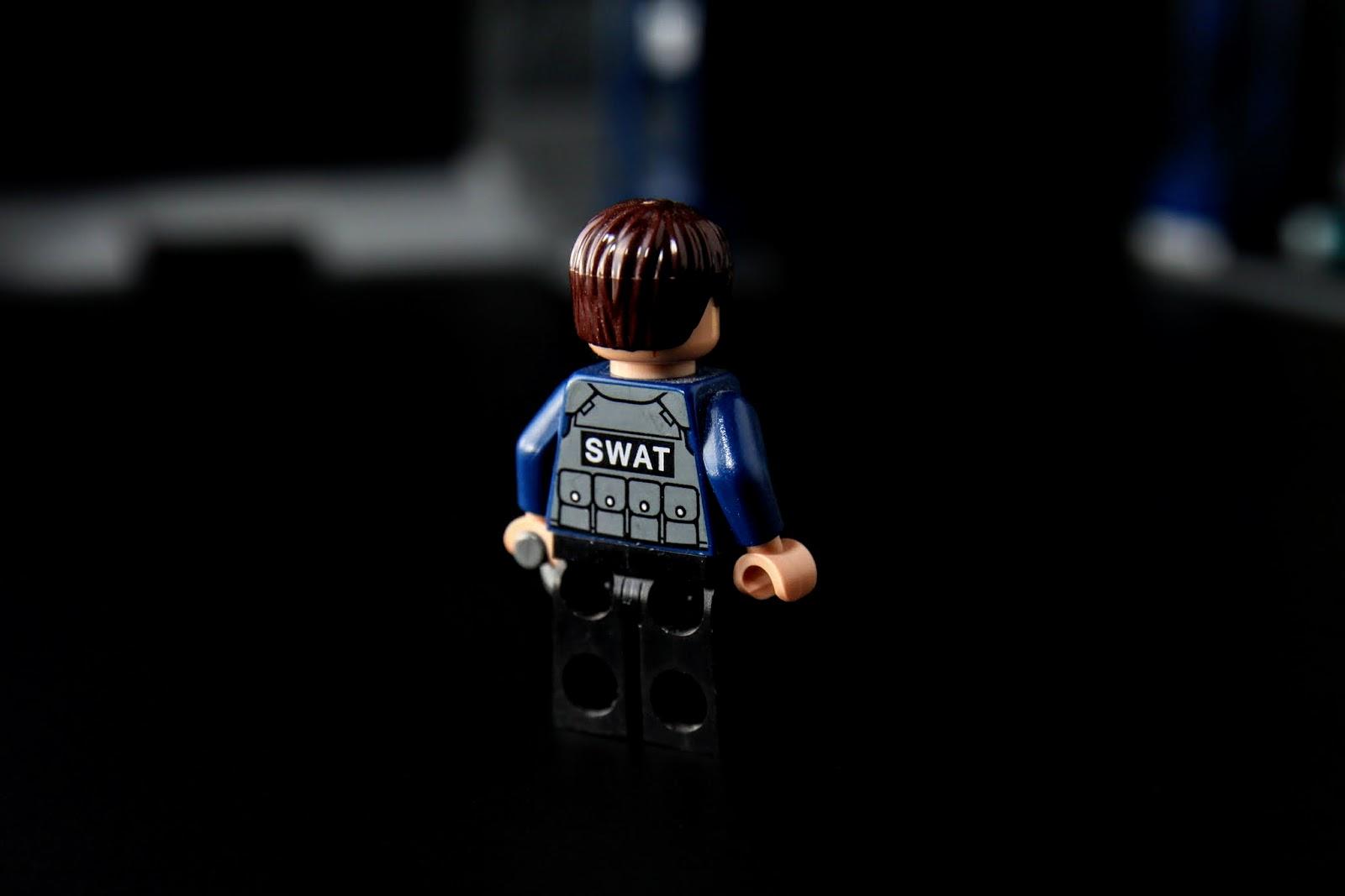 穿著SWAT的鎮暴裝