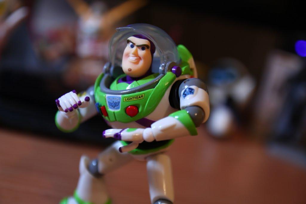 單體來看還算不錯的玩具, 只能說同時發售的胡迪實在太好