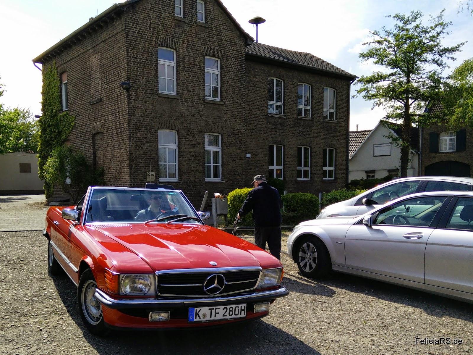Der Mercedes SL vor der Polizeiwache in Hengasch (Bornheim)