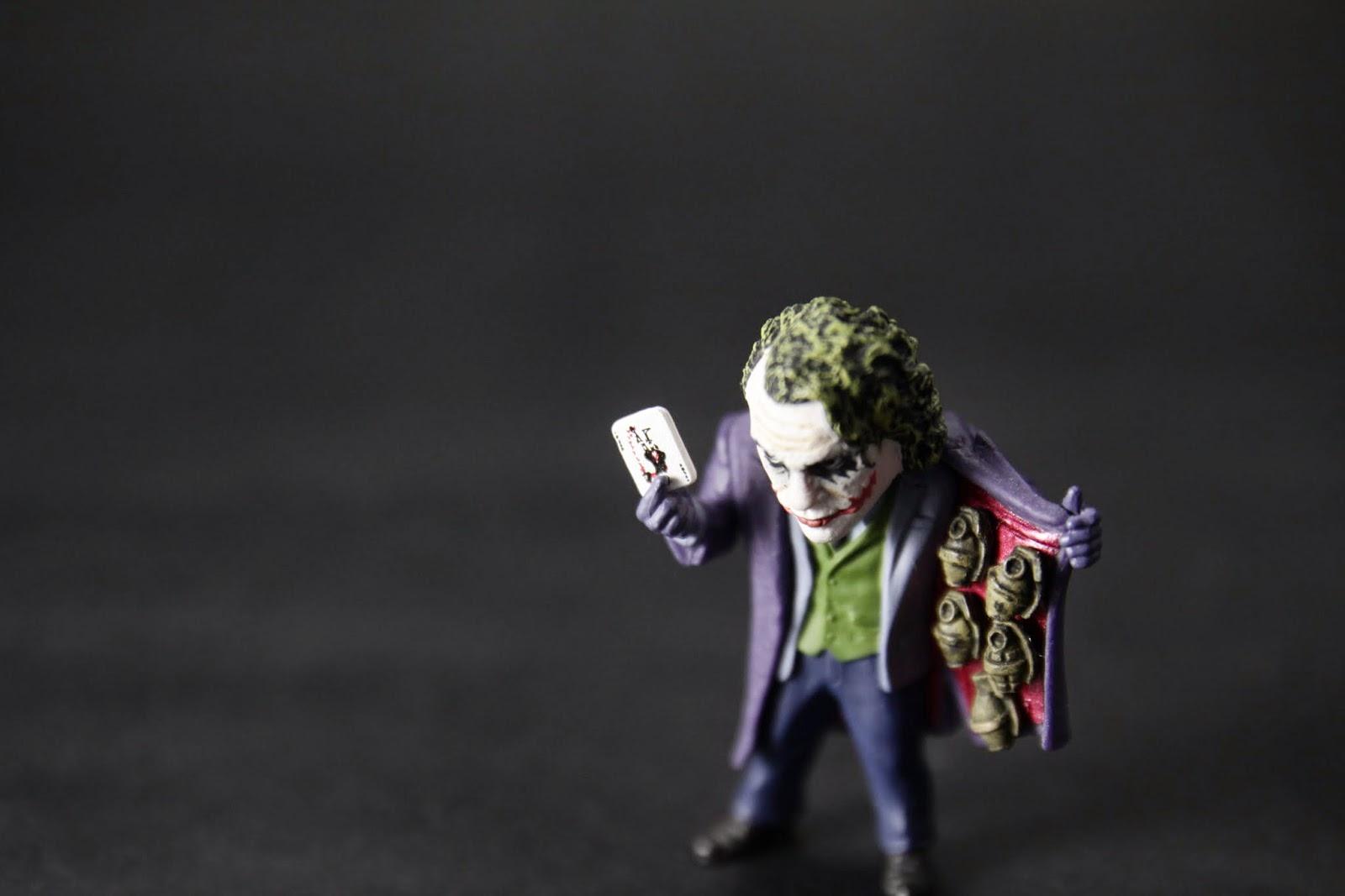 """Here's My Card"" 雖然小但上面的圖沒有偷懶"