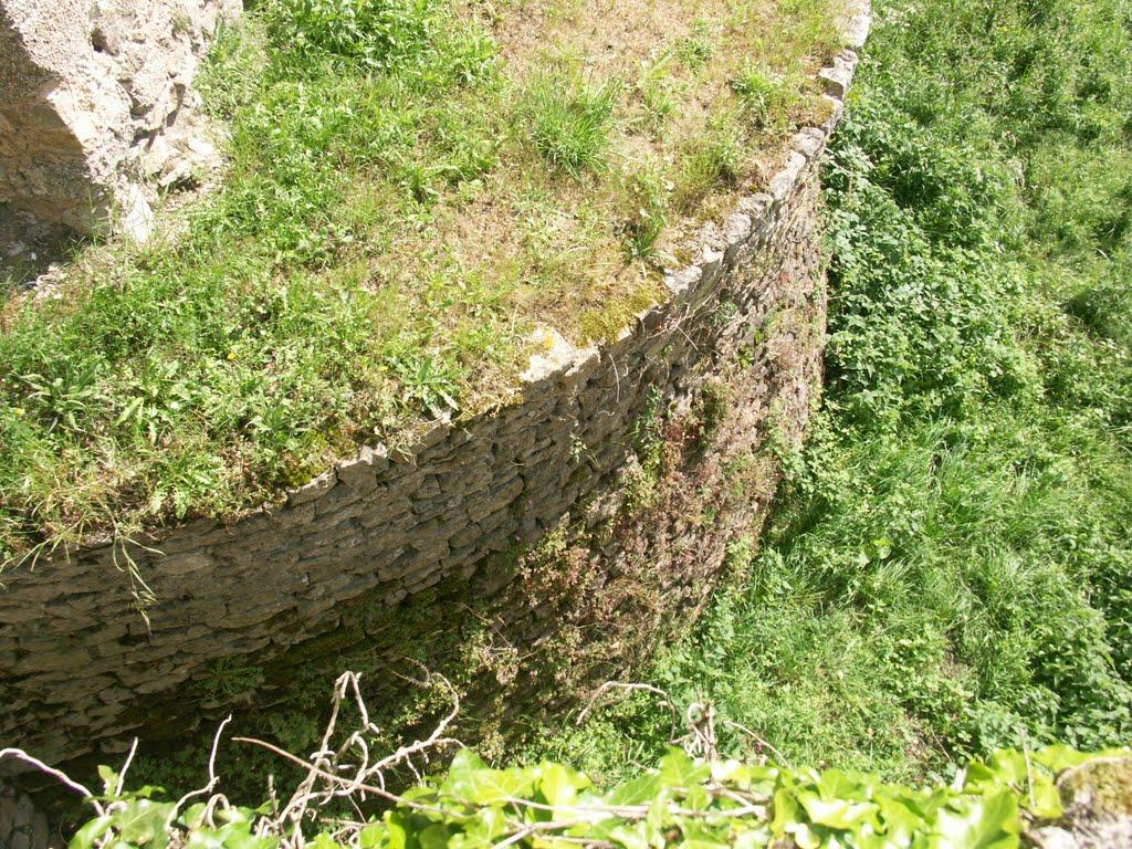 Les bases de l'ancienne tour médiévale.