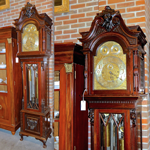 Шикарные напольные часы  с перезвоном мелодий  и дополнительными циферблатами. 19-й век.