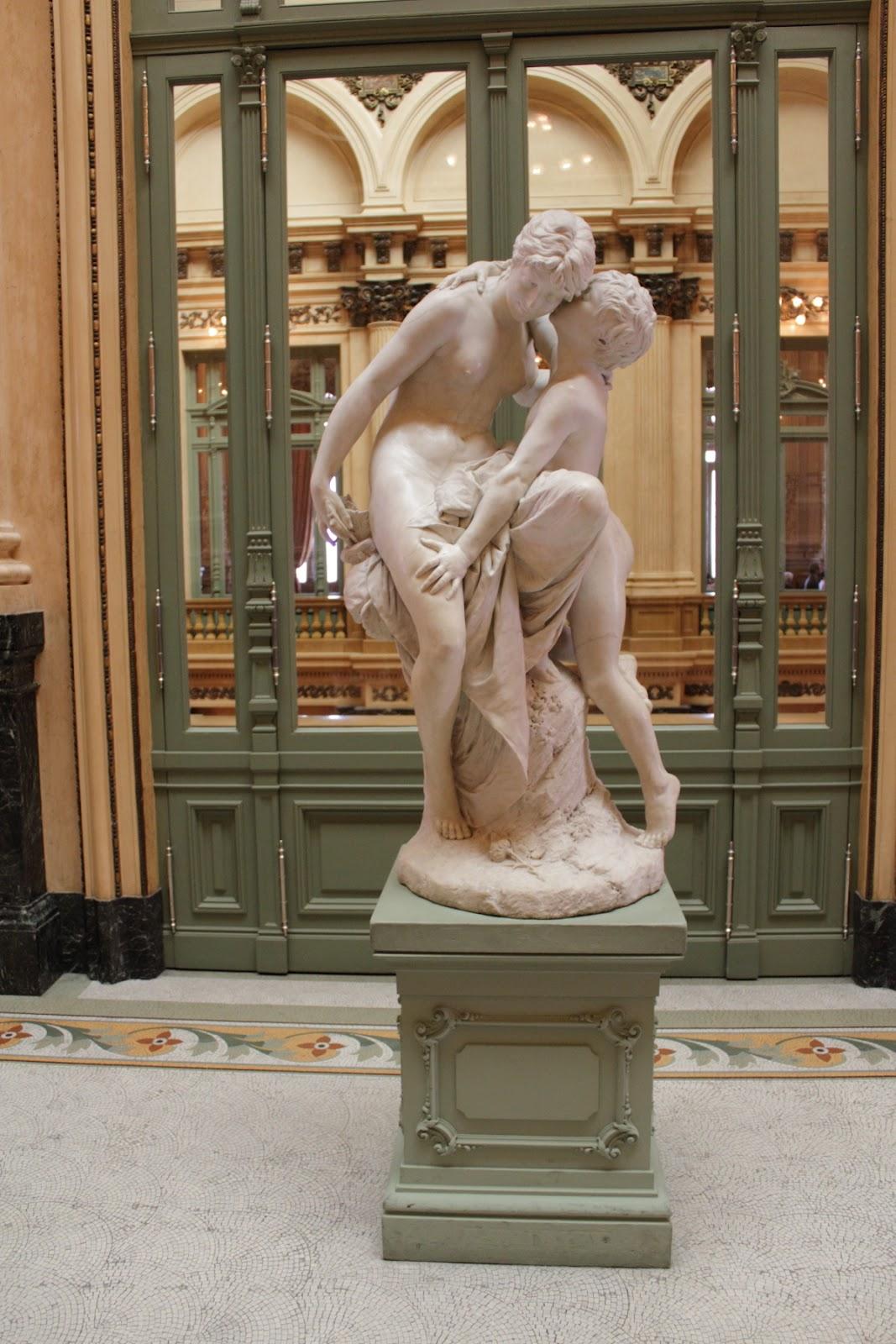 Teatro Colón - Cupid statue in marble