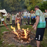 Slavnostní oheň v polovině tábora