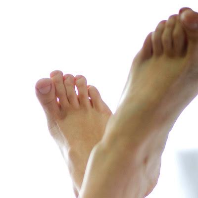 За февраль 8 человек получили бесплатно не только премиум-доступ, но и возможность скачивать фотографии из некоторых галерей! Они просто написали комментарии о босых ногах наших девушек…