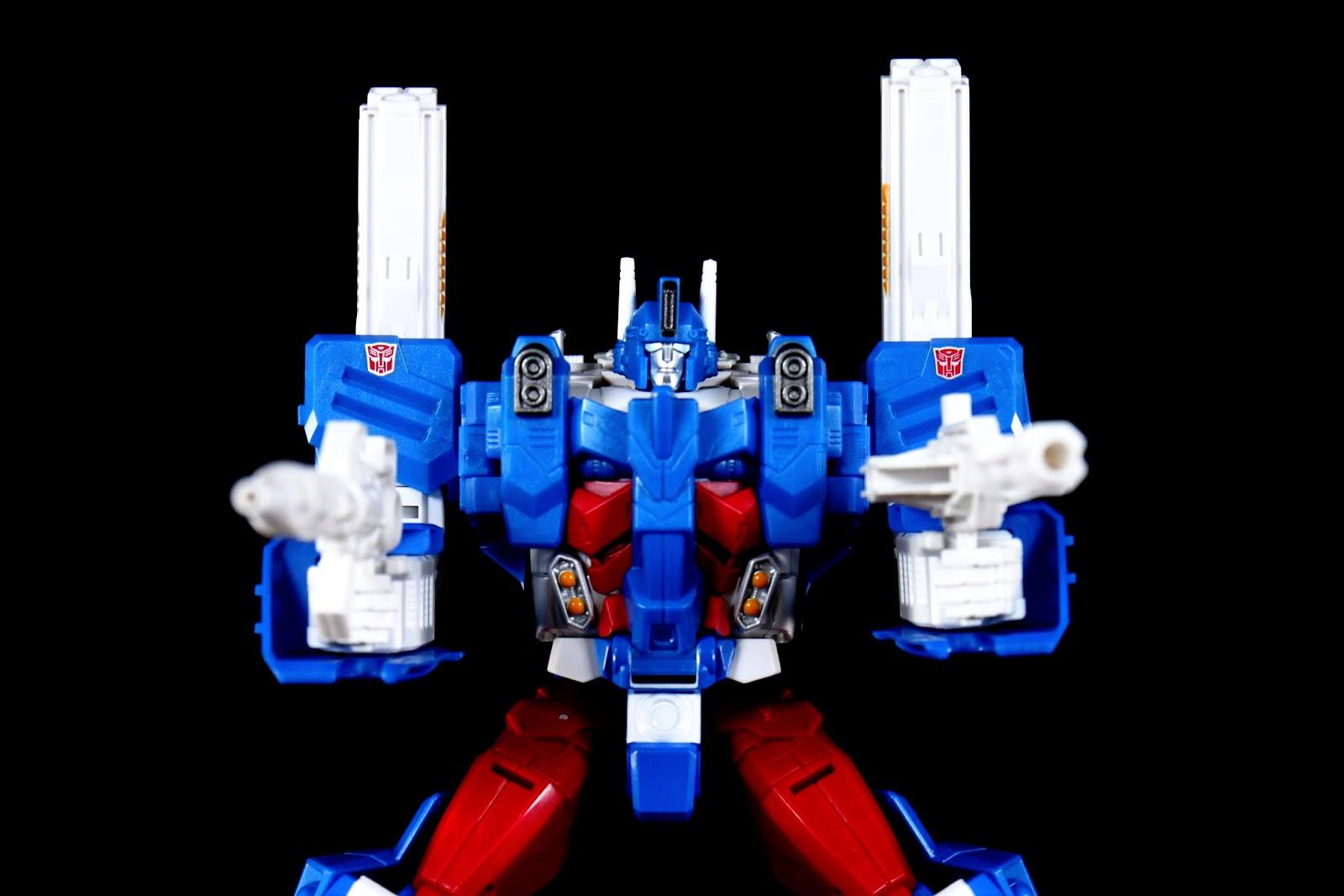 雙槍射擊!但最明顯的還是那兩根突出肩膀,特色嘛!