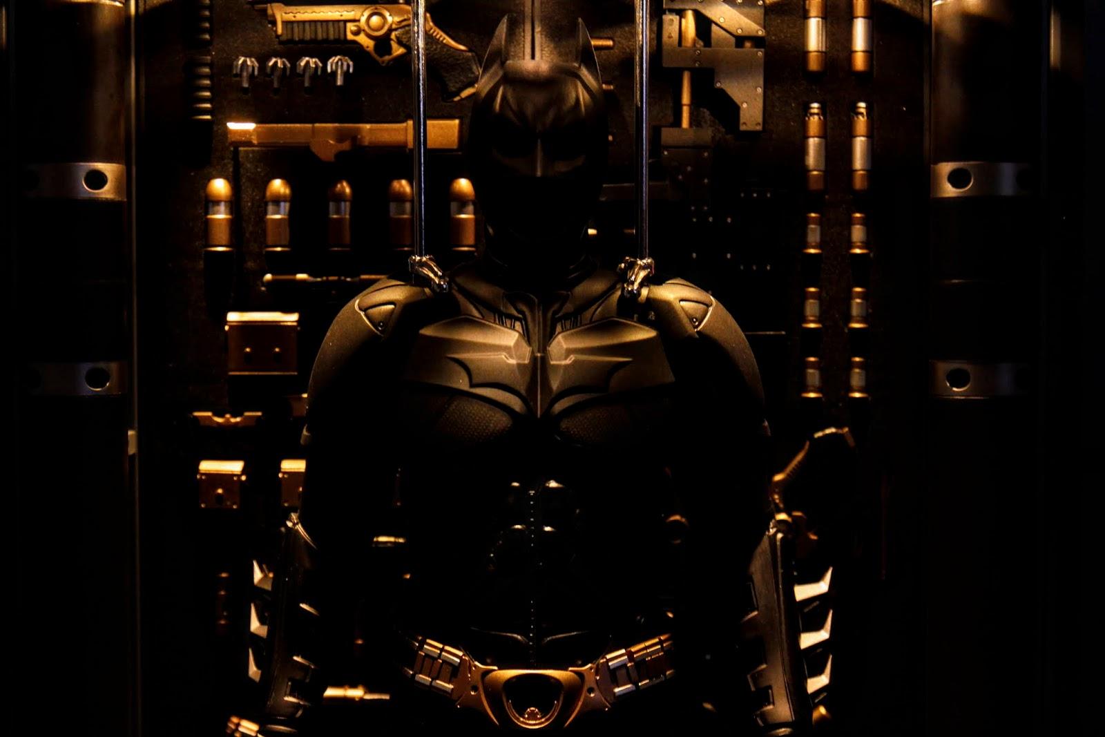 掛在上面的蝙蝠裝還是不要脫掉衛生衣才會有精壯的感覺