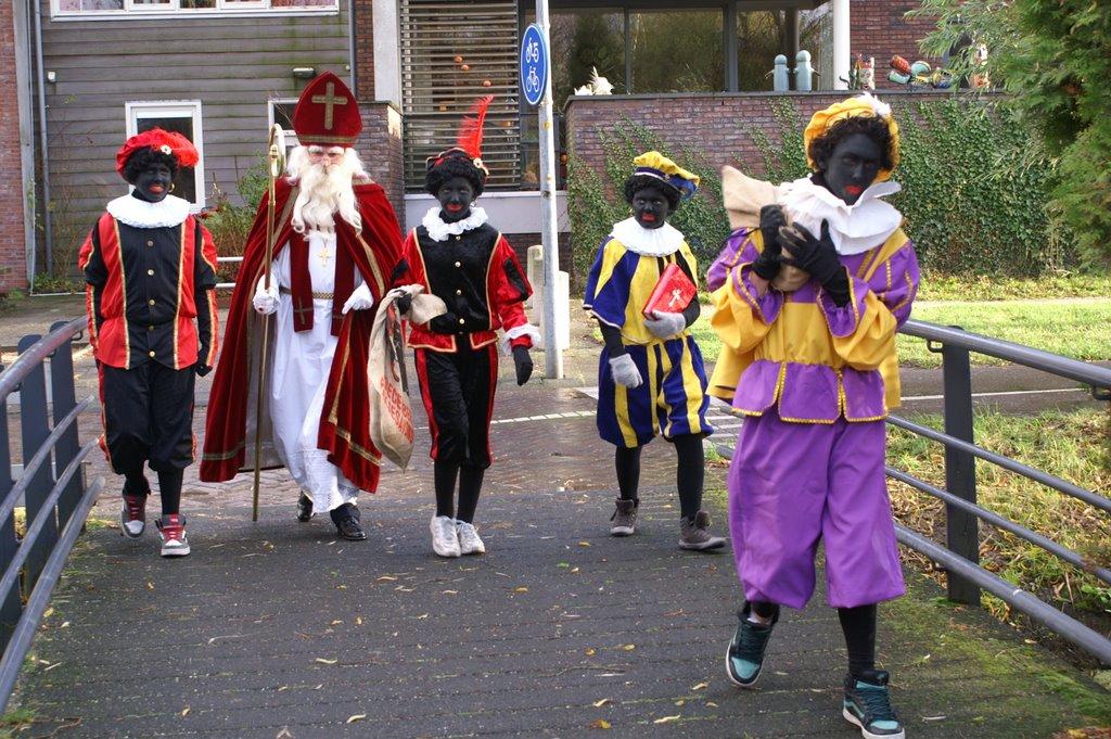 Sinter Klaas in de speeltuin 28-11-2009 - PICT6787