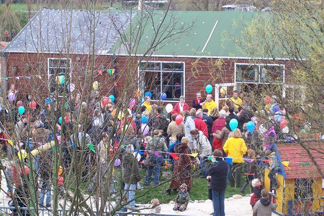 Opening Speeltuin en Roofvogelshow 17 maart 2007 - opening speeltuin vogelenwijk 001