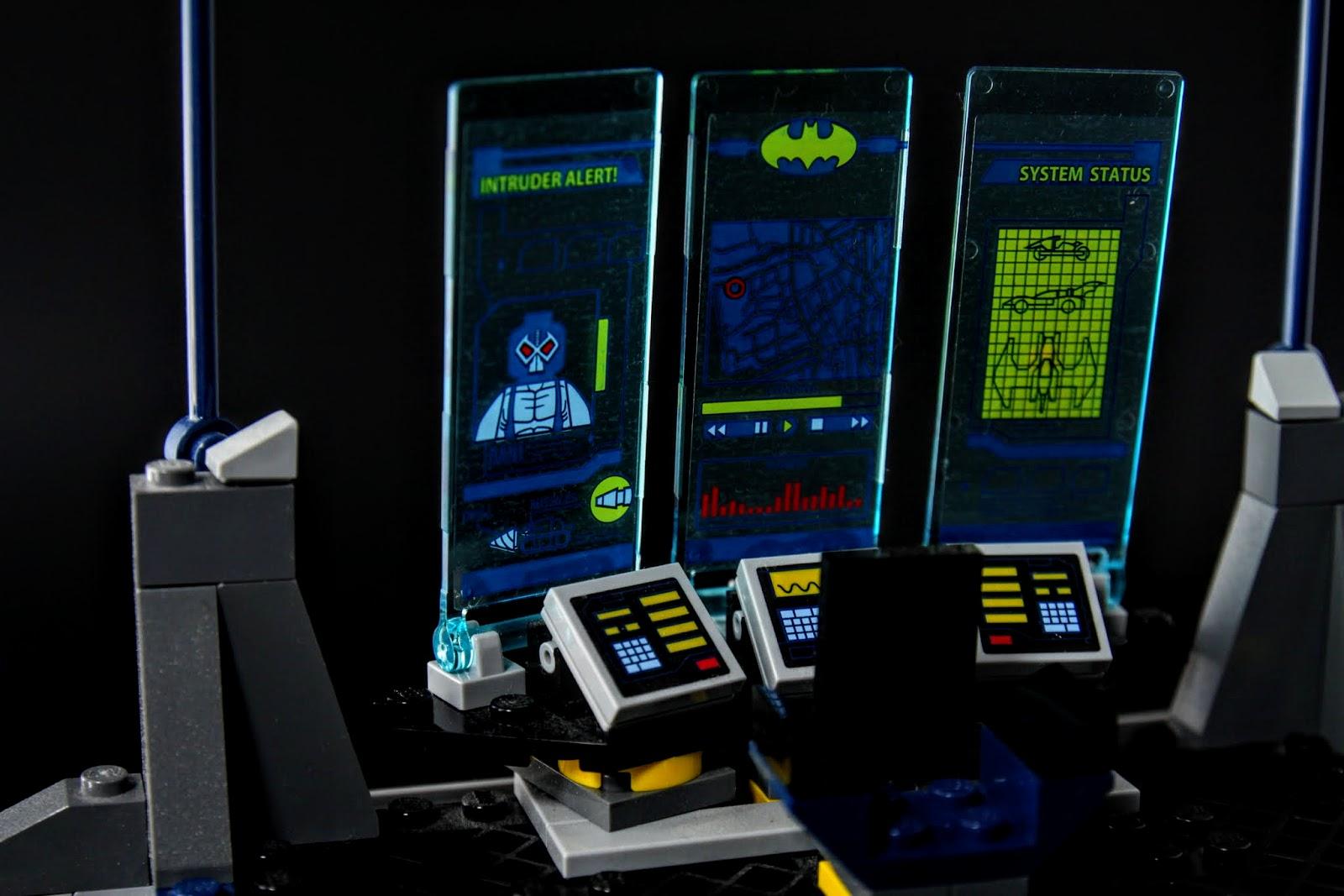 蝙蝠電腦的投影儀表板,左右兩面可以轉動