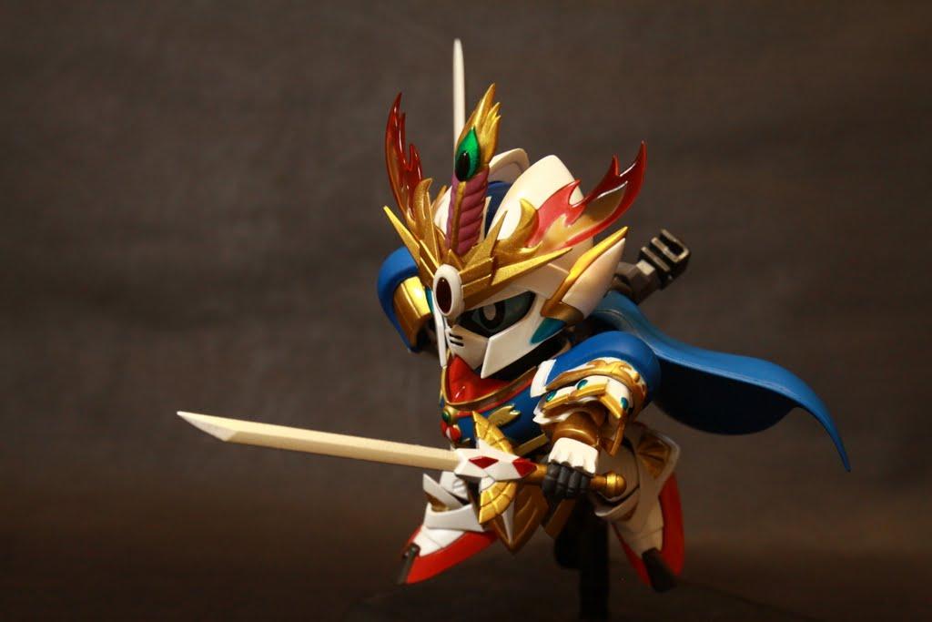 雙肩的鎧甲是可動的,合金部分則是在胸甲