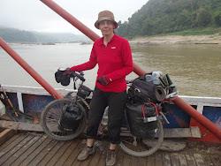 Prelazim ferijem Mekong