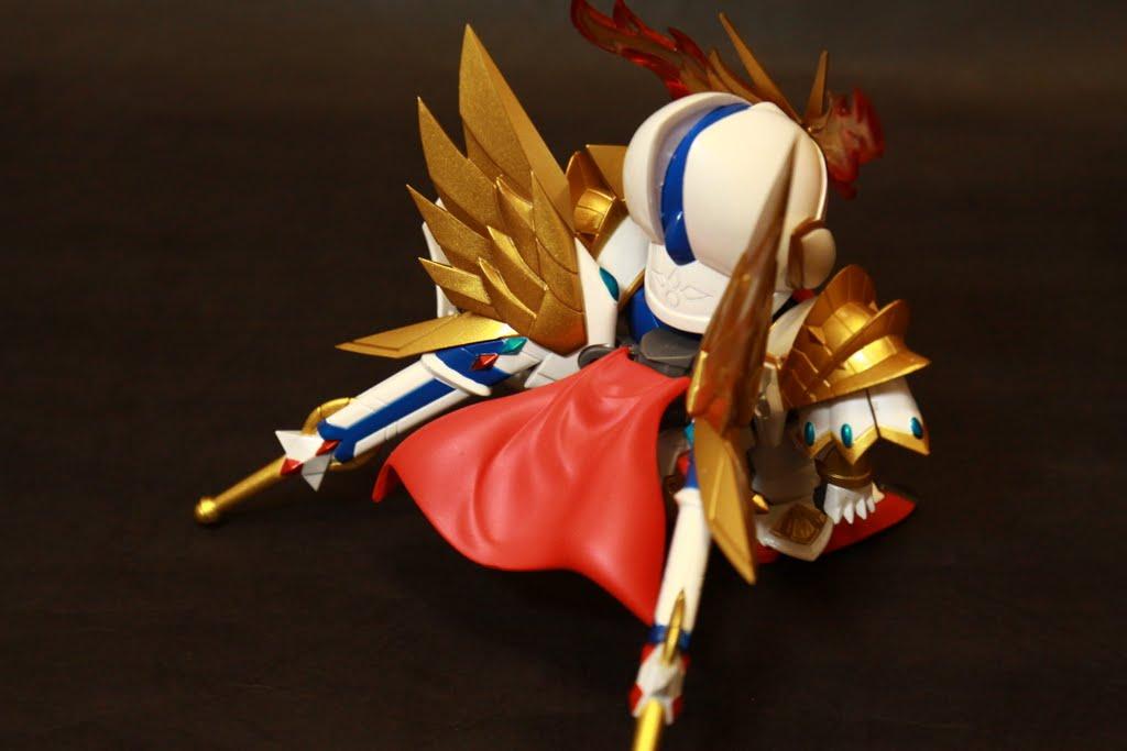 披風依舊是可動,偉士牌劍的刀鞘長是沒有意見拉,可是到底怎麼拔劍的呢?