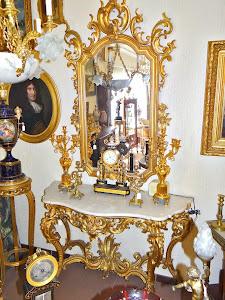 Антикварное зеркало с консолью. 18-й век. Дерево, резьба, позолота, мрамор. Зеркало 105/185 см Консоль 147/58/94 см. 8500 евро.