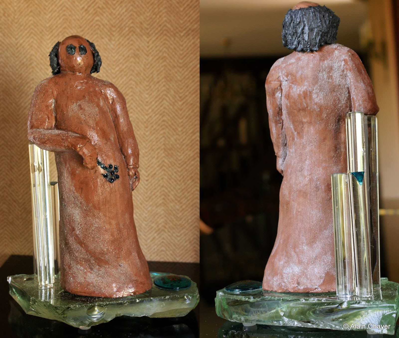 238 - Oui - 2012 - Terre durcie, 3 colonnes cristal, socle en verre - H 25 cm