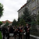 A rimaszombati Tompa Mihály Református Gimnázium épületéből indul a ballagási menet