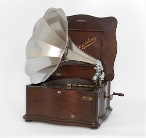 Граммофон с металическими дисками. 1900 г.