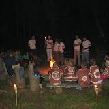 Závěrečný ceremoniál (1) - náčelník umisťuje poslední, čtrnáctou louči