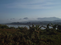 Mekong. S ove strane je Laos, s druge Tajland