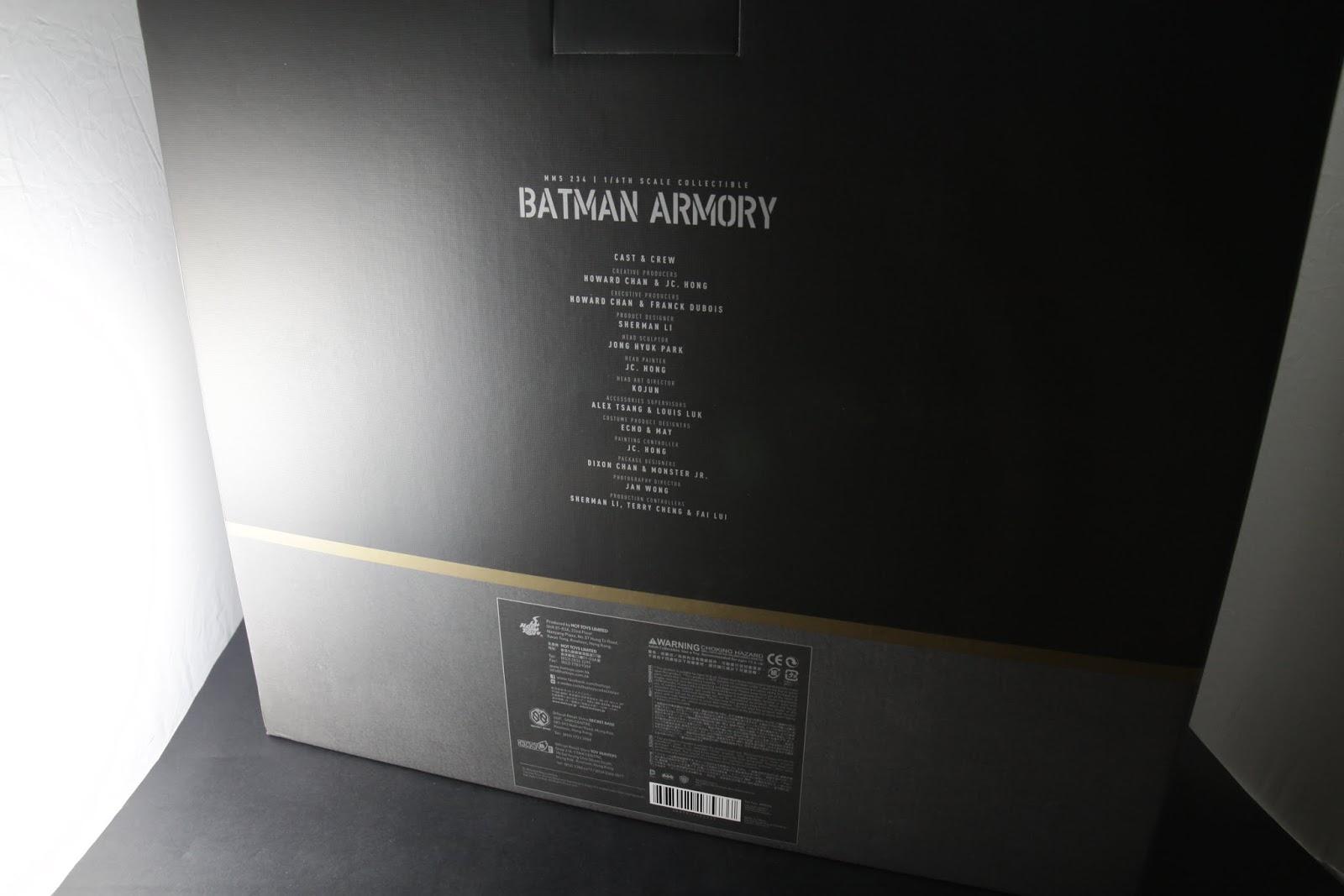 盒子背面有參與製作之人員列表, 箱子本身質感不錯