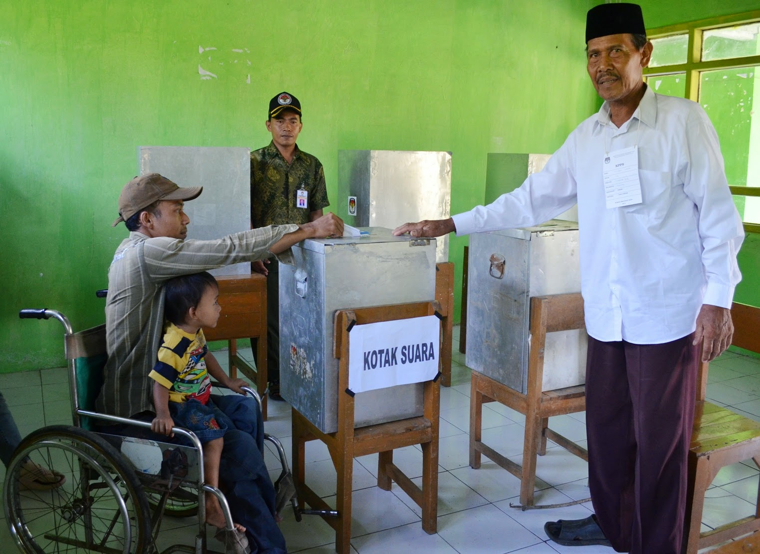 Phisically impaired voter is inserting his ballot paper in Cetral Java