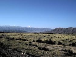 Mikroklima oko jezera je neverovatna: u deset kilometara se može videti pustuinja, potom oaza i plodno tle