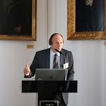 Gerstner Károly nyelvész, tudományos főmunkatárs A magyar nyelv szótára bemutatása közben