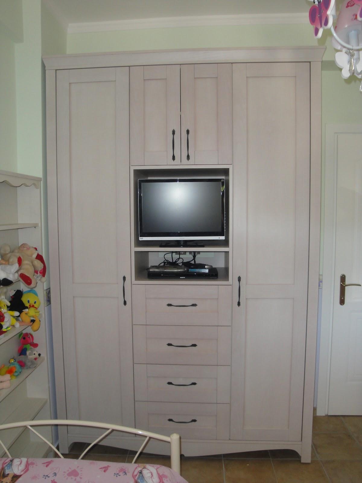 (Κωδ: 3011) Ντουλάπα σε εξοχικό για μικρό παιδικό δωμάτιο.